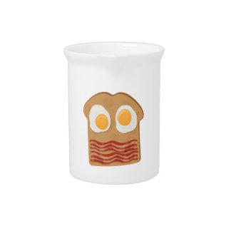 Bocadillo del desayuno jarras