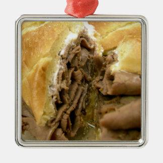 Bocadillo del rosbif con queso de cabra cremoso adorno navideño cuadrado de metal