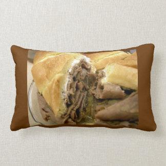 Bocadillo del rosbif con queso de cabra cremoso cojín
