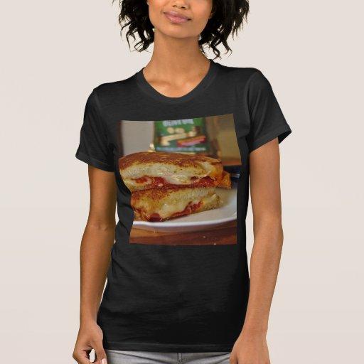 Bocadillos asados a la parrilla del queso t-shirt