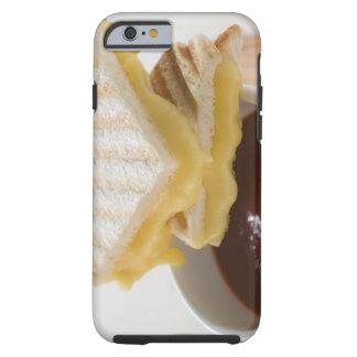 Bocadillos tostados del queso y una taza de sopa funda de iPhone 6 tough