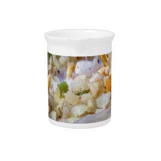 Bocado indio de los alimentos de preparación rápid jarra para bebida