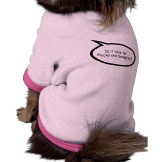 Bocados y el Snuggling Camiseta De Perro