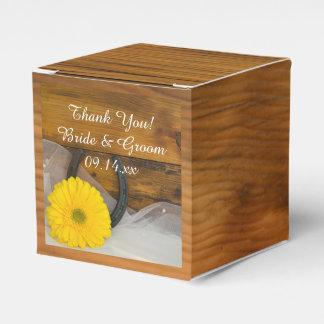 Boda amarillo de madera de la margarita y de la cajas para regalos de fiestas
