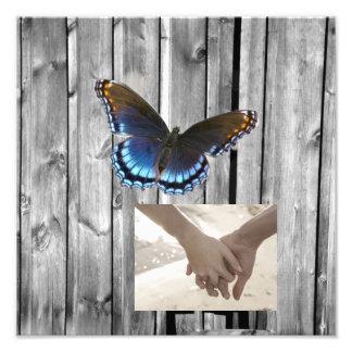 Boda azul de madera de la mariposa del granero fotografía