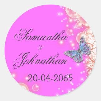 Boda azul púrpura rosado de la mariposa pegatina redonda