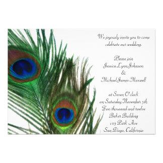 Boda blanco precioso y elegante del pavo real invitacion personalizada
