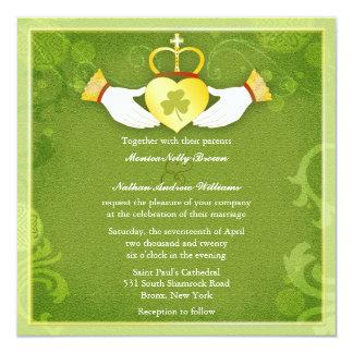 """Boda céltico del verde del corazón de Claddagh del Invitación 5.25"""" X 5.25"""""""