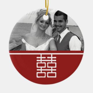 Boda chino de la felicidad doble (el doble echó a adorno navideño redondo de cerámica
