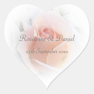 Boda color de rosa rosado pegatina en forma de corazón