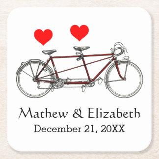Boda de encargo de la bicicleta en tándem linda posavasos de cartón cuadrado