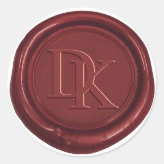Boda de encargo del monograma del rojo de vino del pegatina redonda