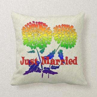 Boda de la flor del arco iris almohada