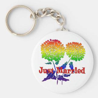 Boda de la flor del arco iris llavero redondo tipo pin