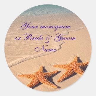 Boda de playa de las estrellas de mar de las pegatina redonda