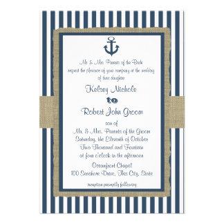 Boda de playa de las rayas de azules marinos del a invitacion personalizada