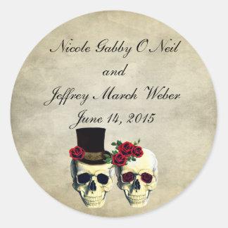 Boda del cráneo de la novia y del novio pegatina redonda