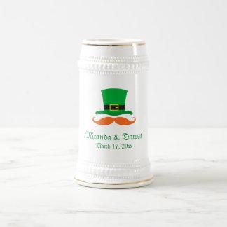 Boda del día de St Patrick del bigote del gorra Jarra De Cerveza