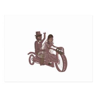 Boda del motorista, asiento trasero de motocicleta postal