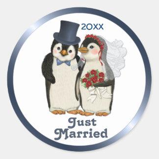 Boda del pingüino etiqueta redonda