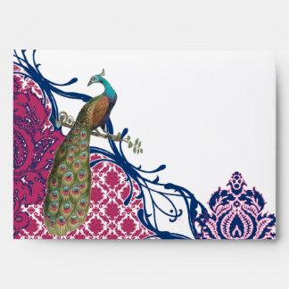 Boda elegante del pavo real del damasco de la baya sobre