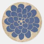Boda floral de la dalia azul del vintage pegatina redonda