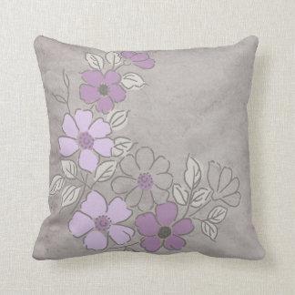 Boda floral púrpura y gris del vintage cojín