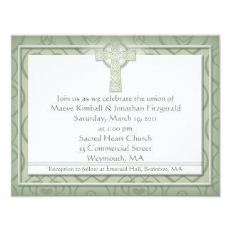 """Boda irlandés elegante de la cruz céltica del KRW Invitación 4.25"""" X 5.5"""""""
