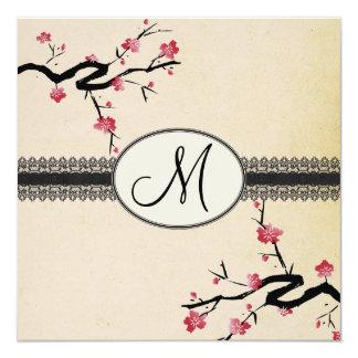 """boda japonés de la flor de cerezo del monograma invitación 5.25"""" x 5.25"""""""