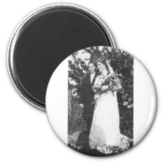 Boda lesbiano circa 1920 imán redondo 5 cm