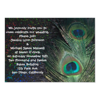 Boda negro del pavo real del arco iris invitación