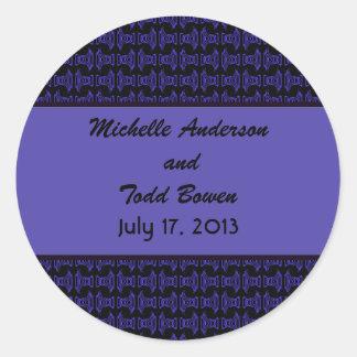 Boda negro púrpura del modelo pegatina redonda