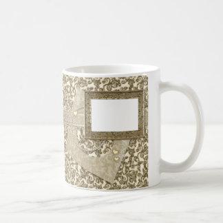 Boda o aniversario del oro con el marco de la foto tazas de café