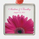Boda o aniversario rosado de la flor de la adorno cuadrado plateado