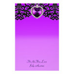 Boda pendiente del corazón adornado púrpura y negr papelería de diseño