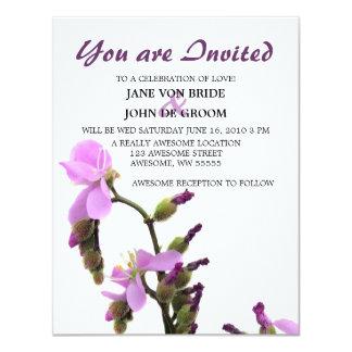 """Boda púrpura de la flor de Sundew Invitación 4.25"""" X 5.5"""""""
