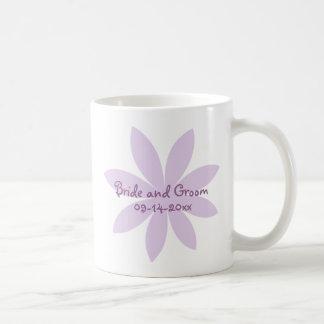 Boda púrpura de la margarita taza