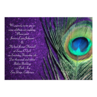Boda púrpura reluciente elegante del pavo real anuncios personalizados