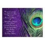 Boda púrpura reluciente elegante del pavo real invitación 12,7 x 17,8 cm