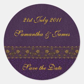 Boda púrpura rico pegatina redonda