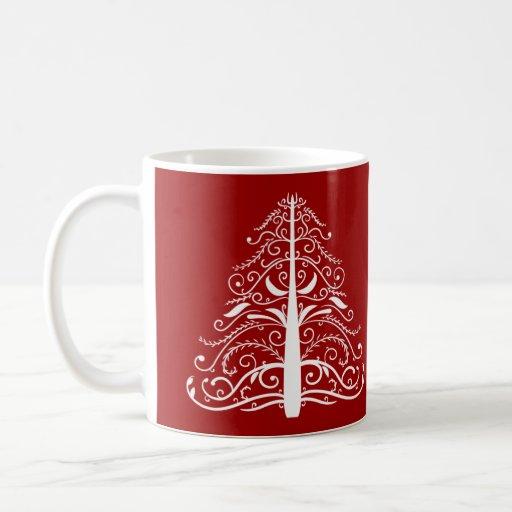 Boda rojo del invierno del árbol de navidad taza