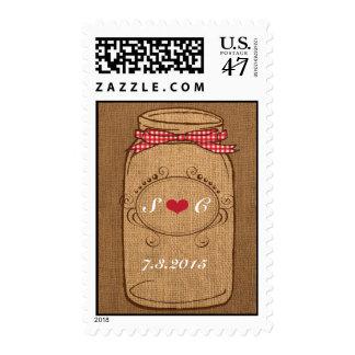 Boda rojo del tarro de albañil de la guinga y de timbre postal