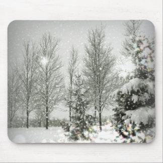 Boda romántico del invierno de los árboles de tapetes de ratones