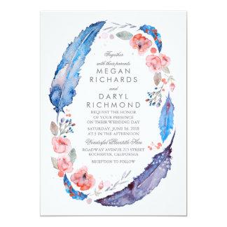 """Boda rústico de las plumas florales bohemias invitación 5"""" x 7"""""""