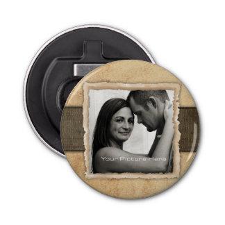 Boda rústico del vintage de la foto del compromiso abrebotellas redondo