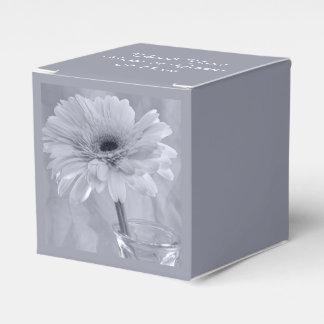 Boda teñido azul claro de la margarita caja para regalos