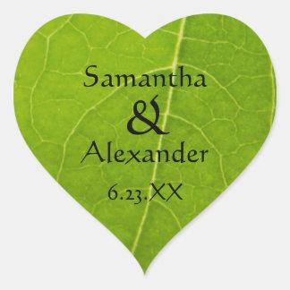 Boda verde de la hoja de los amantes de naturaleza pegatina en forma de corazón