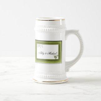 Boda verde simple floral jarra de cerveza
