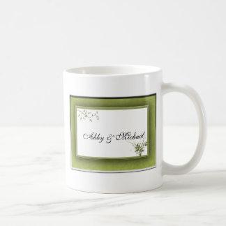 Boda verde simple floral taza clásica