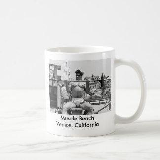 Bodybuilder de la playa del músculo - Venecia, CA Taza De Café
